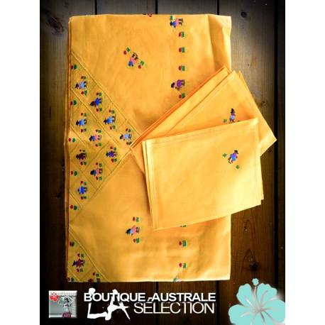 Les nappes madagascar jaune safran: broderies champêtres