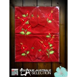 Nappe rectangulaire 2.50 m 1er choix Madagascar Hibiscus sur rouge.